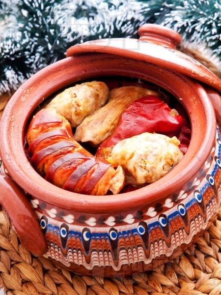 Коледна капама със зелеви сарми, свинско, ориз и наденица - снимка на рецептата
